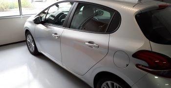 noleggio auto roma immagine della peugeot 208 in Carrozzeria Giusta